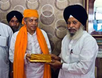Pujya Deepakbhai and Golden Temple Authorities