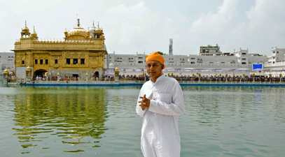 Pujya Deepakbhai in Golden Temple